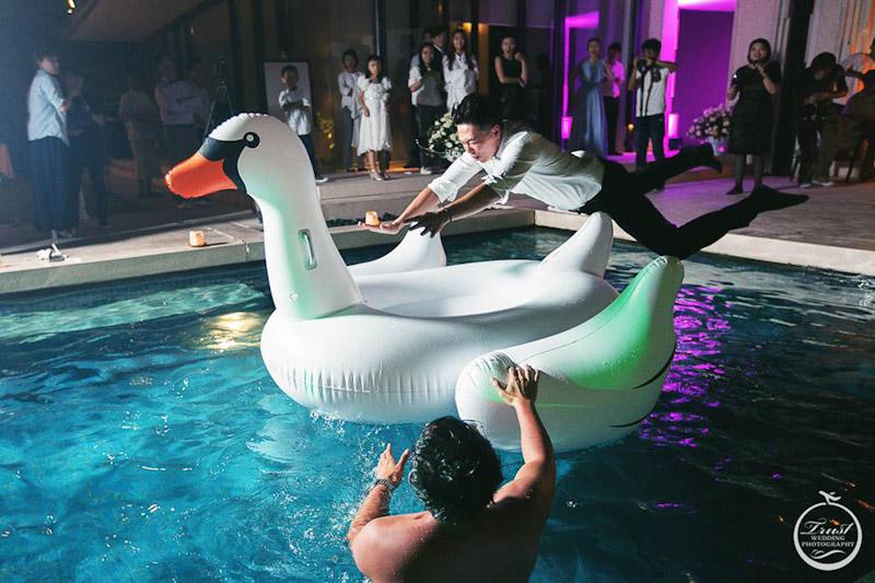 結婚泳池party