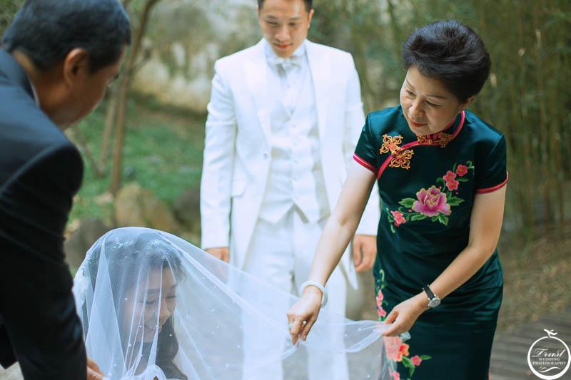 新娘掀頭紗拍攝